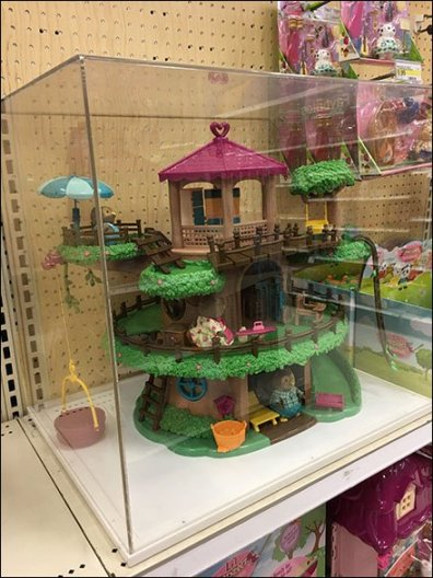 Woodzeez Treehouse Museum Case Display