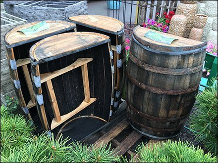 Outdoor-Bar Barrel Pallet Merchandising