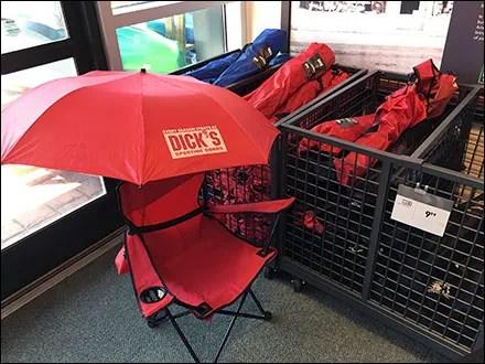 Dick's Branded Lawn Chair Merchandising