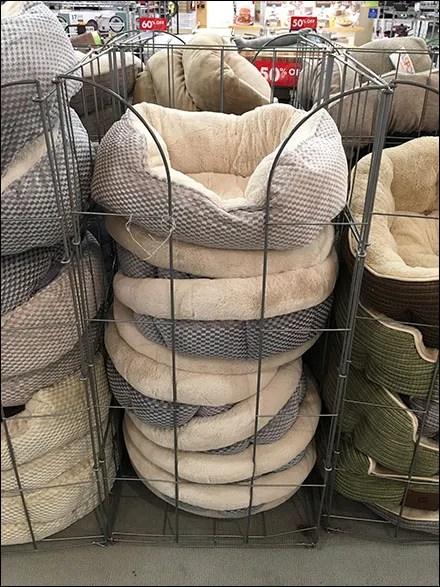 Pet-Bed Vertical Bulk-Bin Merchandising