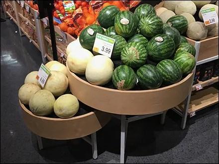 Market 32 Melon Circular Bulk-Bin Presentation