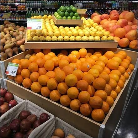 Market 32 Massed Multilevel Citrus Display