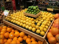 Market 32 Massed Multilevel Citrus Display