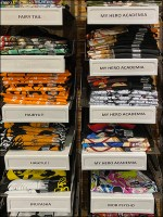 Hot-Topic Modest-to-Mid-Range T-Shirt Display