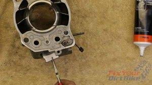 1997 - 2001 Honda CR250 - Top End Service - Part 10 - Exhaust Valve Installation - Install Flap Valve