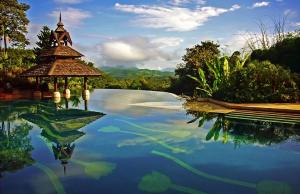 Stunning Infinity Pools Around the World