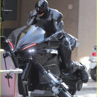 joel-kinnaman-robocop-motorcycle-scenes-25
