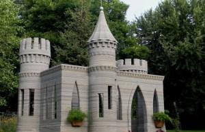 Guy 3D Prints an Actual Castle Using Concrete