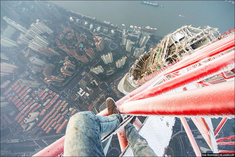 photos-that-look-straight-down-from-perilous-heights-by-ivan-kuznetsov-2