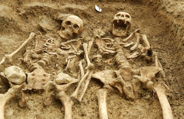 True Love: Couple Held Hands for 700 Years