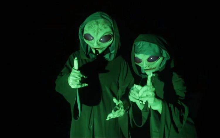 Hilarious Alien Abduction Prank