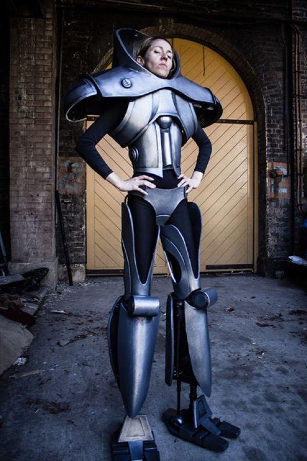 badass-cylon-centurion-cosplay-from-battlestar-galactica (1)