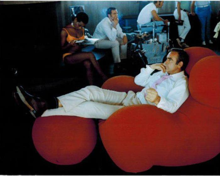 20 Behind The Scenes Photos Of The James Bond Movies Throughout The Years