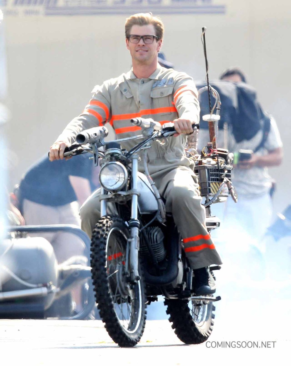 Chris Hemsworth Spotted on the Ghostbusters Set