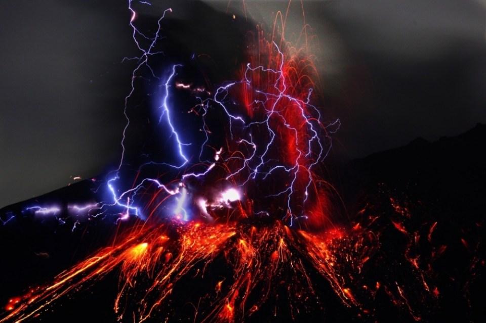 Volcanic lightning, Japan