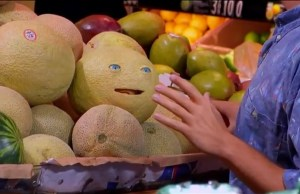 Seth Rogen's Hilarious Animatronic SAUSAGE PARTY Prank