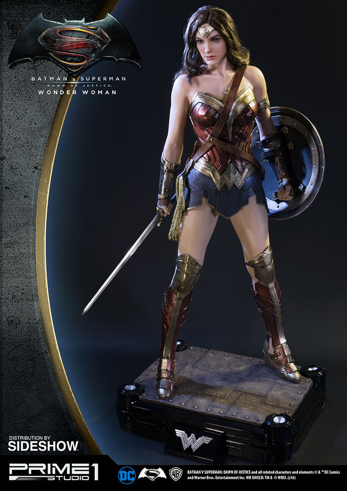 Half-Scale WONDER WOMAN Statue