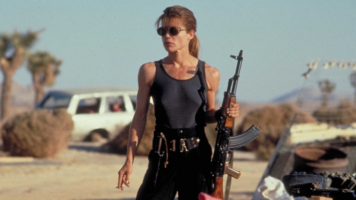 Linda Hamilton Looking Badass as Sarah Connor in New TERMINATOR Movie!