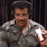 That's Why Neil deGrasse Tyson Don't Use A Phone Case