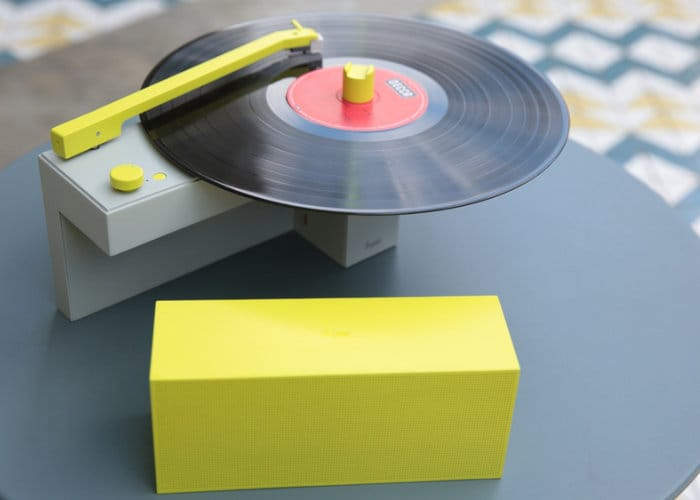 DUO-turntable-with-detachable-Bluetooth-speaker