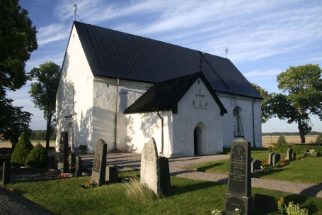 Österunda church from the cemetery