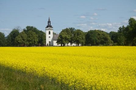 Torstuna kyrka söderifrån