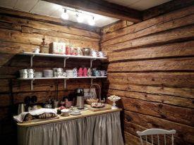 Kaffebordet sussis gårdsbageris kafe