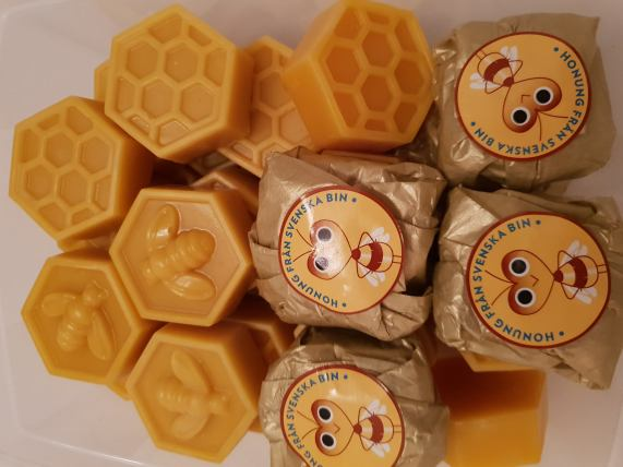 Premium wax from Kronbacken's apiary