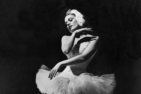 "Mia Slavenska performing ""Swan Lake."" Photograph by Maurice Seymour"