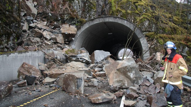 The result of the rockslide near Stanghelle.