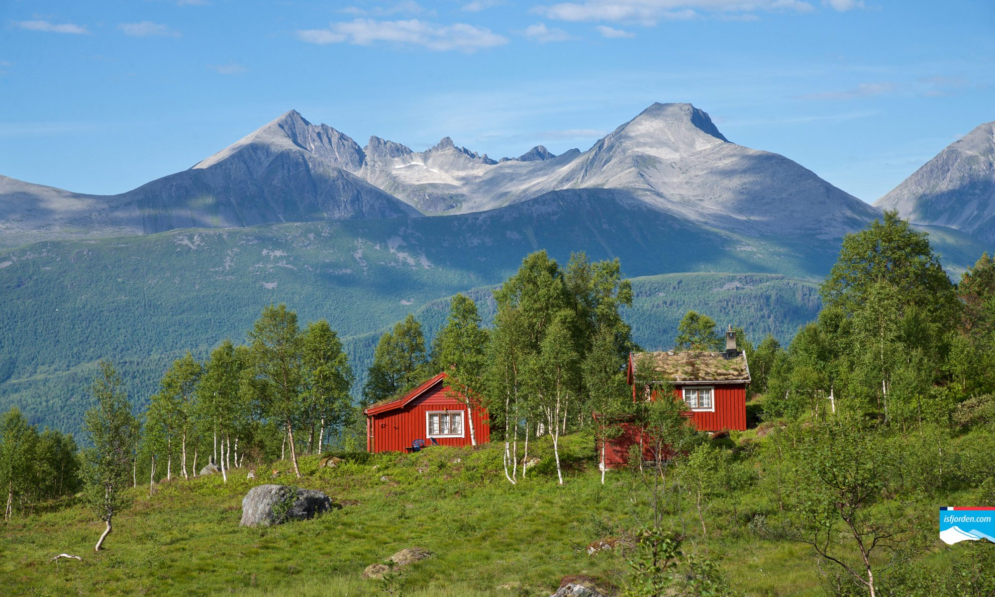 Vengedalen in Isfjorden, Romsdal. Klauva and Kirketaket in the background.