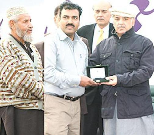 Shahbaz Sharif Distributing Ashiana Houses Keys