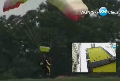 Пастор скочи от самолет, заключен в сандък