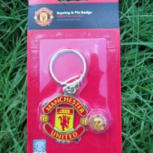 Manchester United crest keyring and badge set