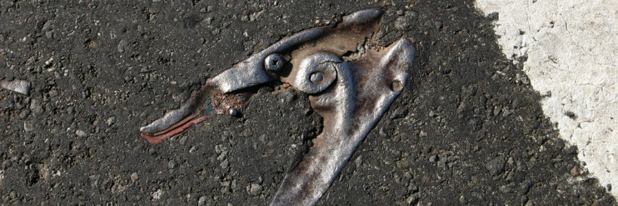 """Asphalt Archeology"" par Mike Mission"