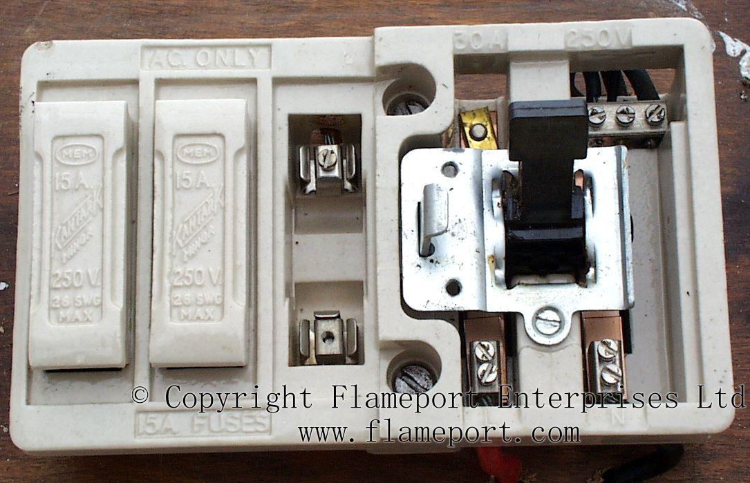 Mem Ceramic Fusebox With 3 Fuses