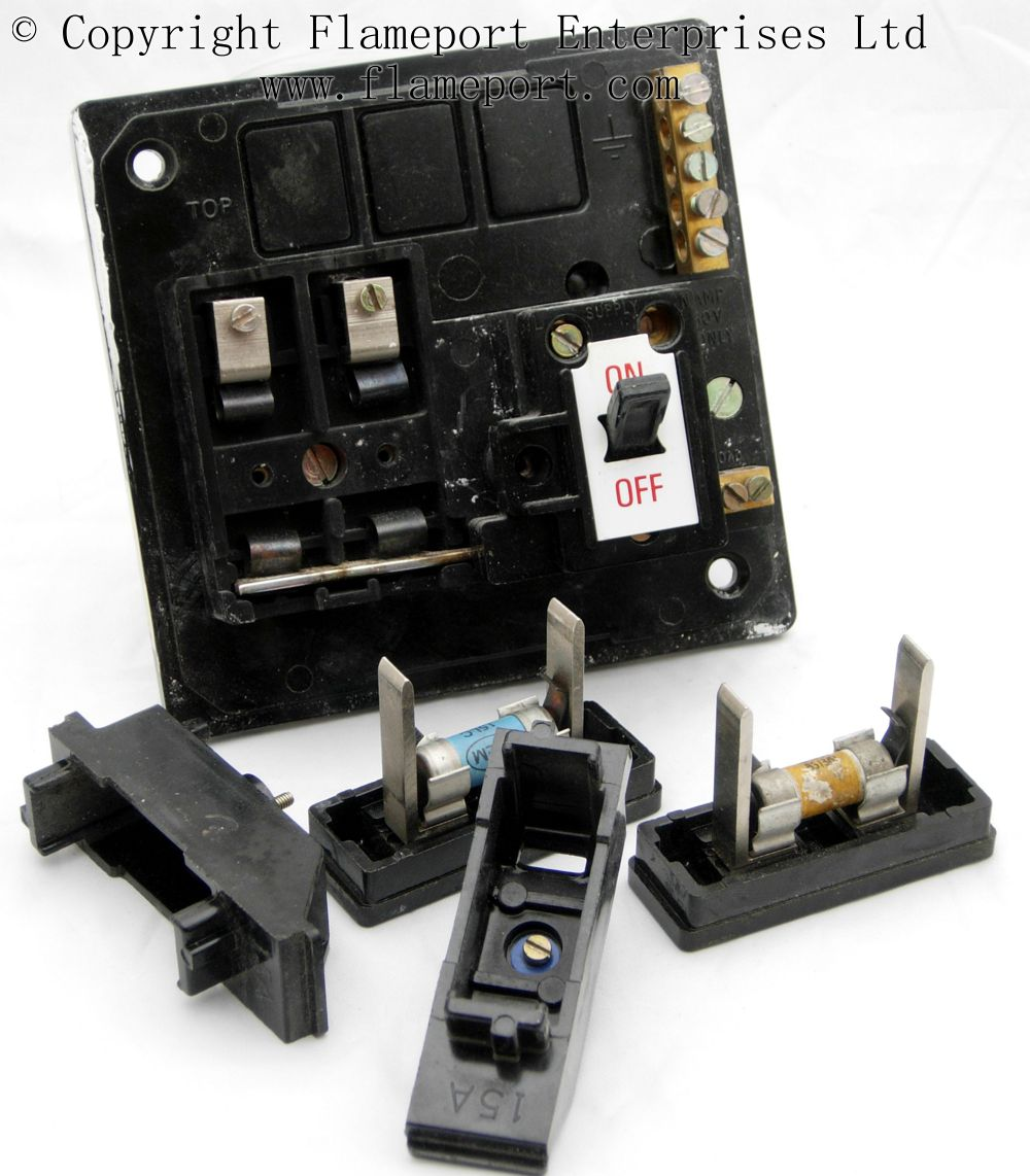 Memera 3 Two Way Plastic Fusebox