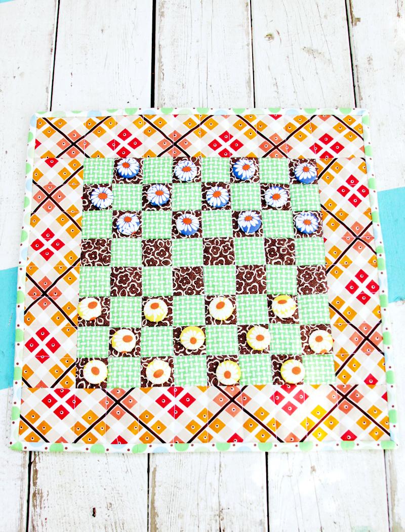 DIY Portable Fabric Checkers Game