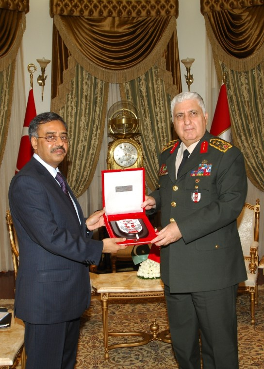 Chief of Turkish General Staff presenting