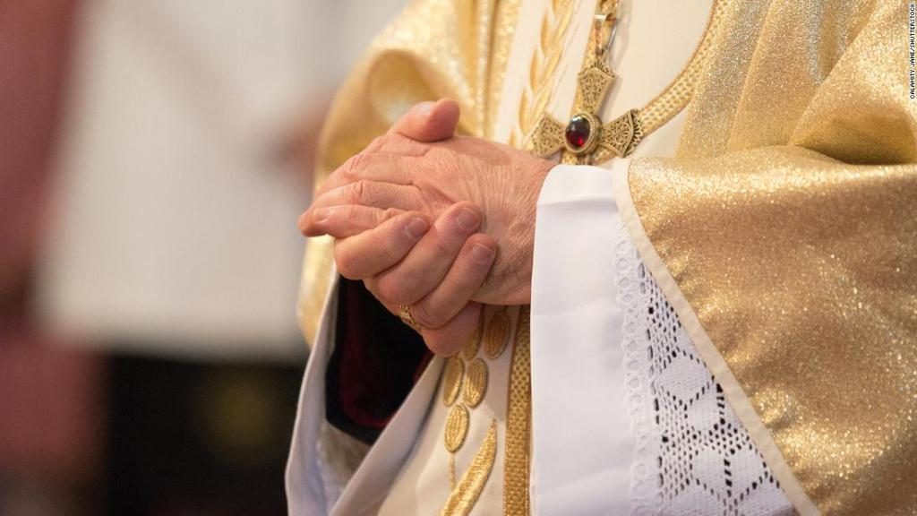 French Catholic clergy may have abused at least 10,000 people since 1950, say investigators