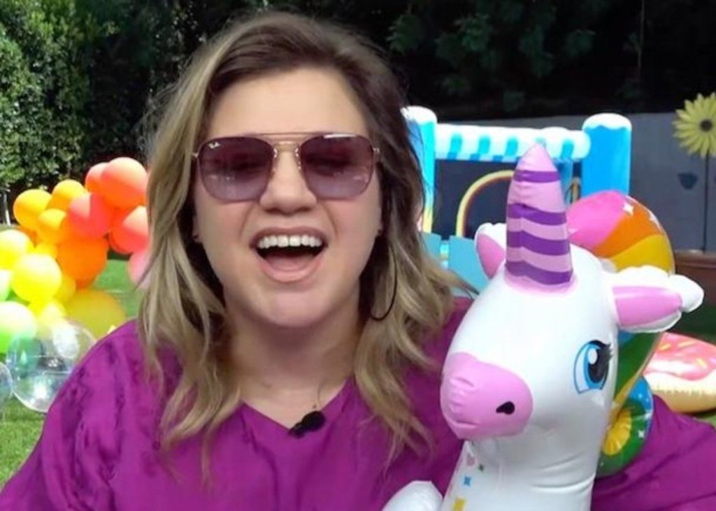 Kelly Clarkson Covers Taylor Swift's You Need To Calm Down For Pride Month And Kills It