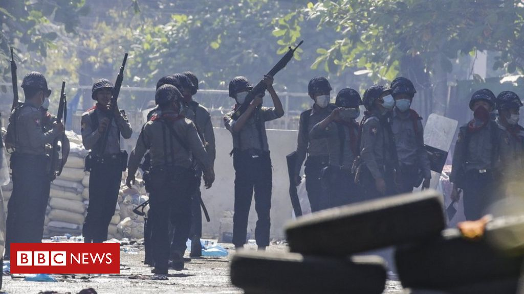 Myanmar coup: UN calls for release of 'trapped' protesters
