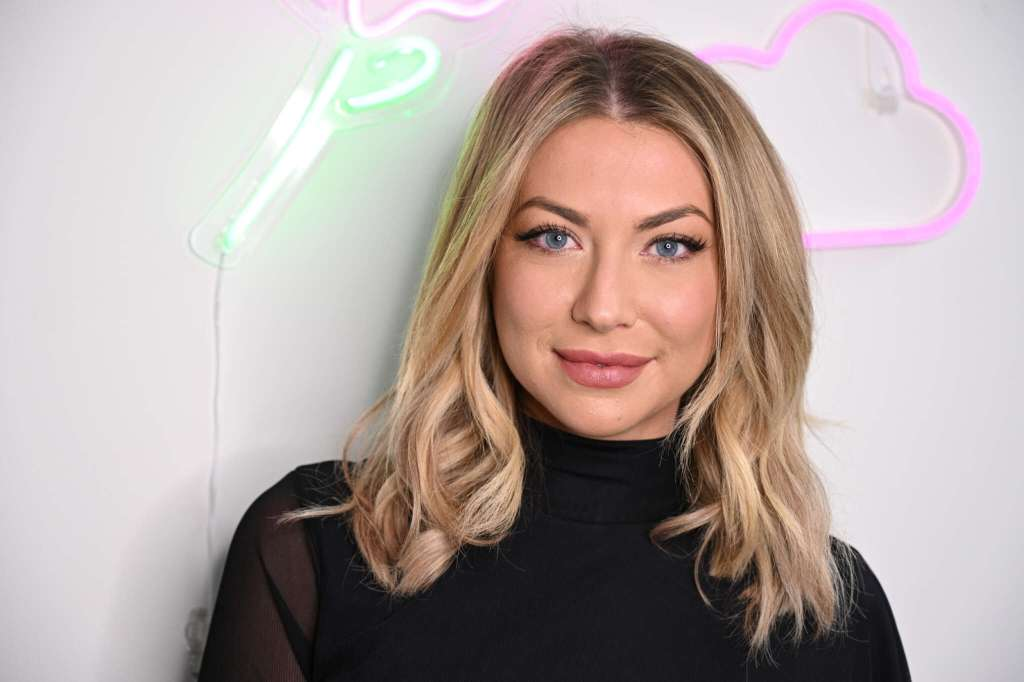 Stassi Schroeder Opens Up About Her Struggles With Getting Back In Shape After Giving Birth – Pic!