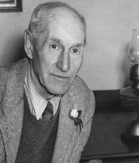 black and white photo of Len Richardson, owner of Valley Farm in the 1920s and 30s