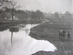 Black and white photo of a River Stour barge being pulled by a horse