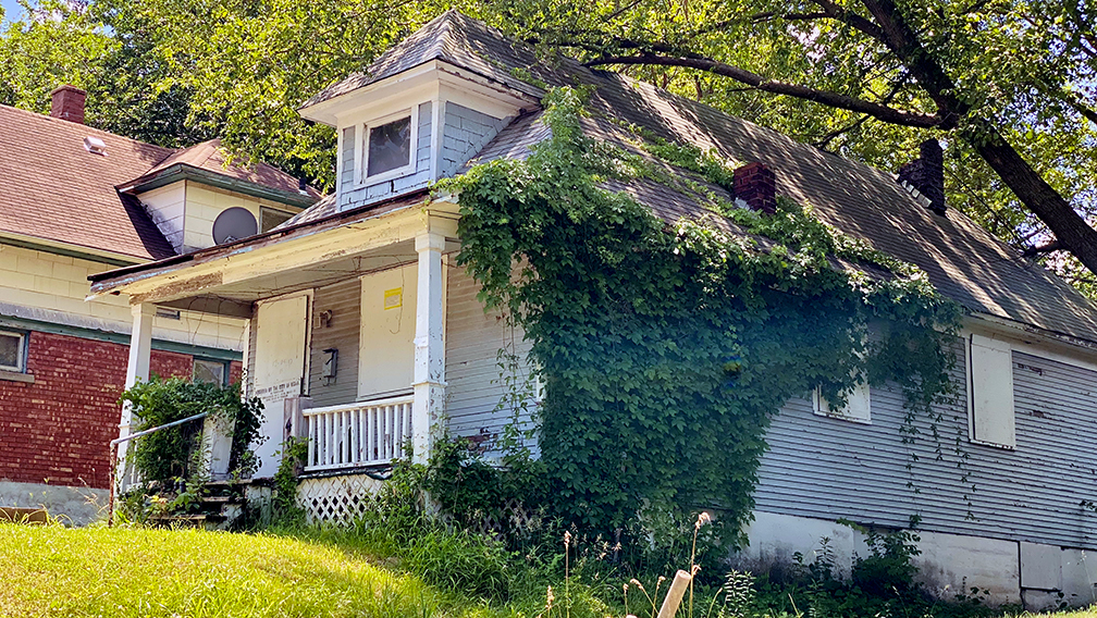2404 Monroe Ave. is a vacated house currently part of the $1 Land Bank program. (Vicky Diaz-Camacho | Flatland)