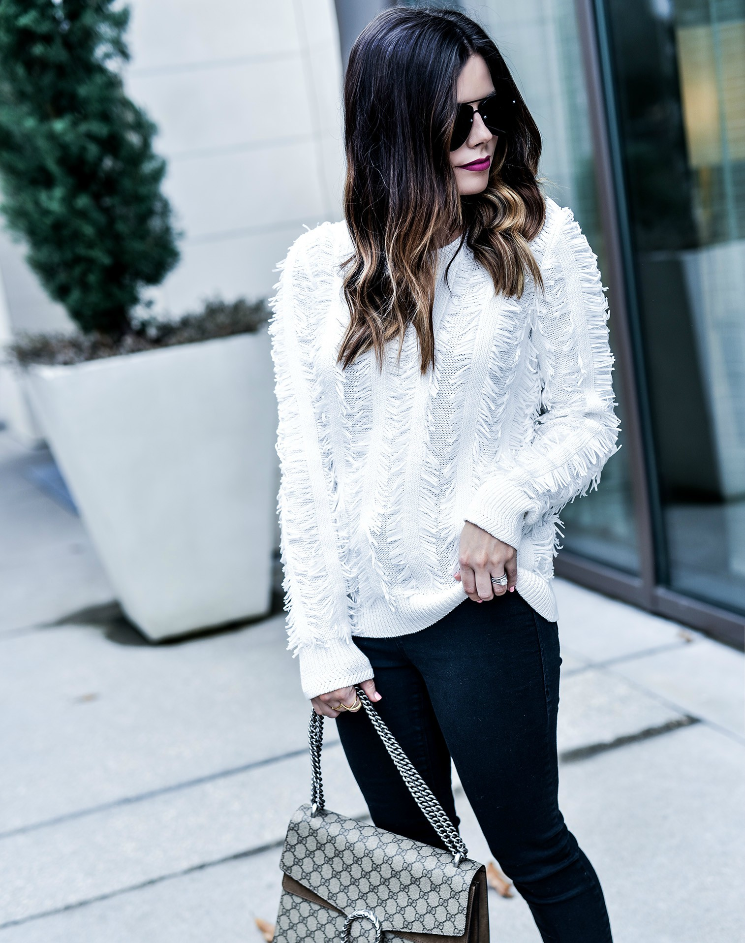 Houston fashion and style blogger Tiffany Jais wearing a white fringe sweater by Banana Republic and a Gucci Dionysus bag, click to read more | What's trending in women's fashion