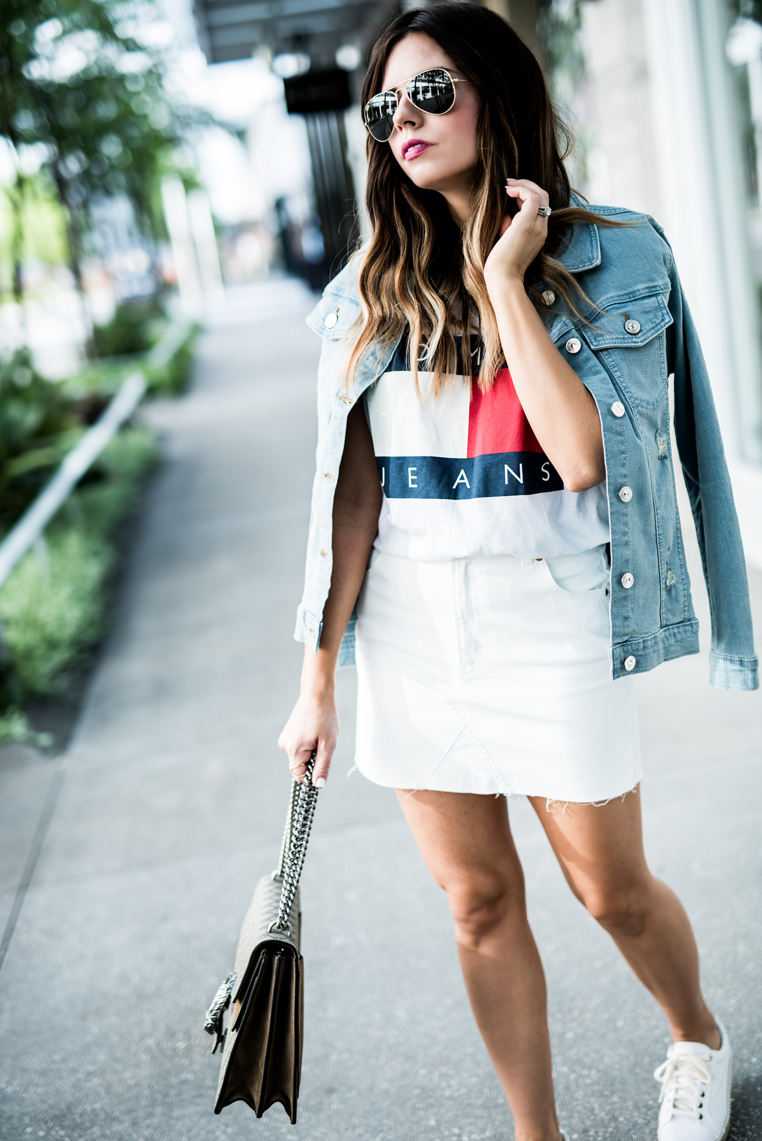 Houston fashion blogger Tiffany Jais | 90's Vibes - Tommy Hilfiger, classic logo tee, denim jacket outfits, streetstyle 2017