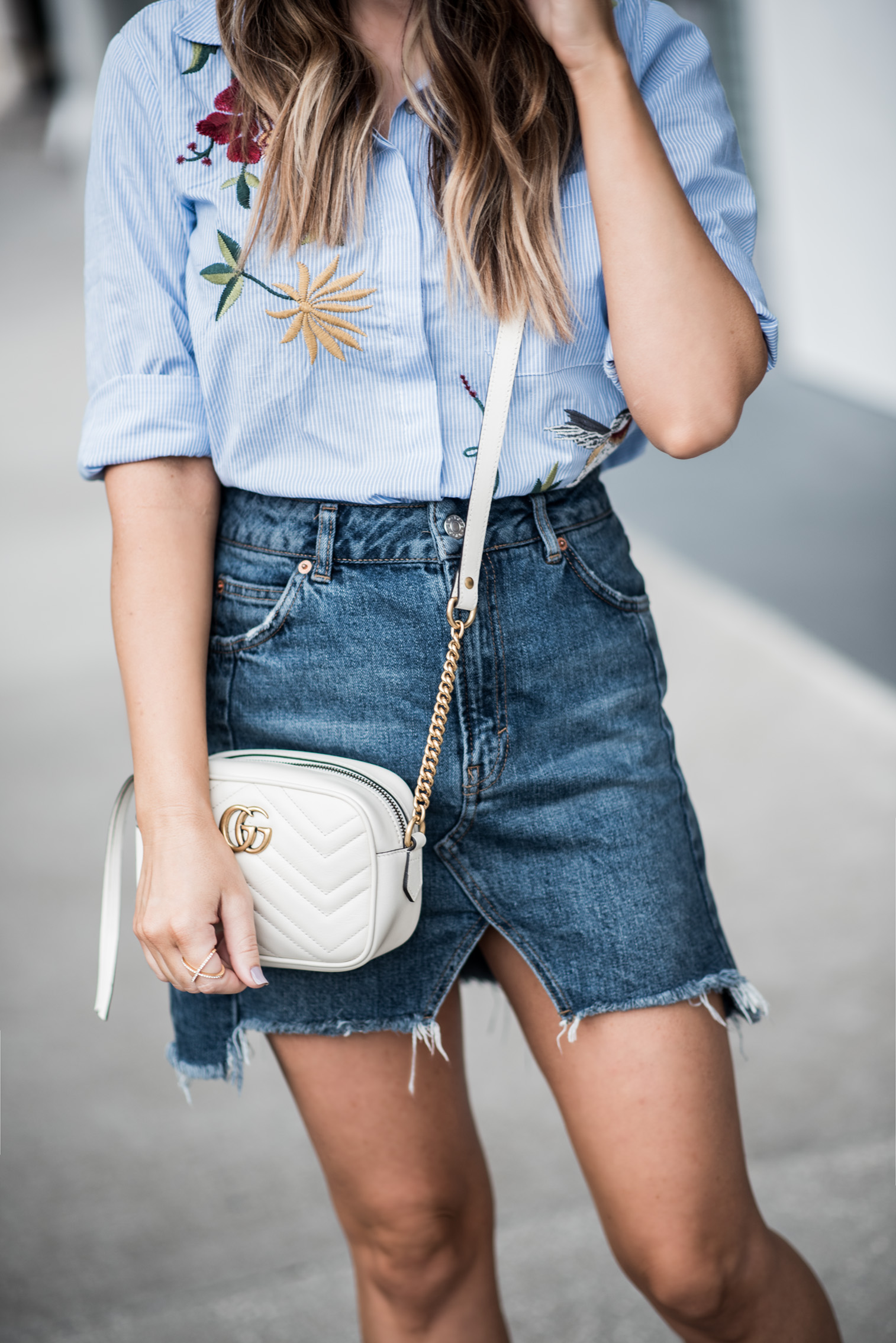 Tiffany Jais Houston fashion and lifestyle blogger of Flaunt and Center | What to look for when buying a denim skirt, casual outfit ideas, street style 2017