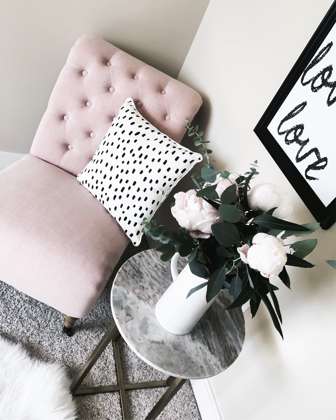 Tiffany Jais Houston fashion and lifestyle blogger | Pink tufted chair |